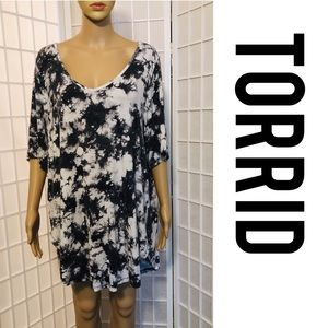 Super Soft Tee 3X Torrid Black + White